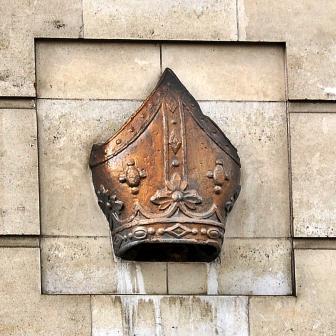 Bishop's_mitre,_Bishopsgate,_London